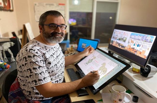 Pedro Cifuentes trabajando en una de sus ilustraciones
