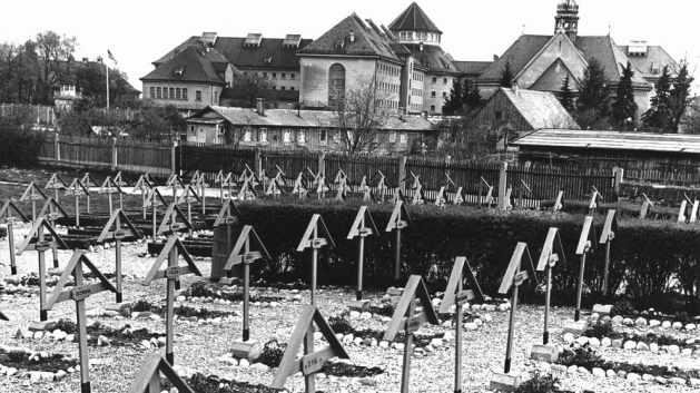 Damit in Landsberg kein Hitler-Kult entsteht, richten die Amerikaner dort 308 Kriegsverbrecher hin.