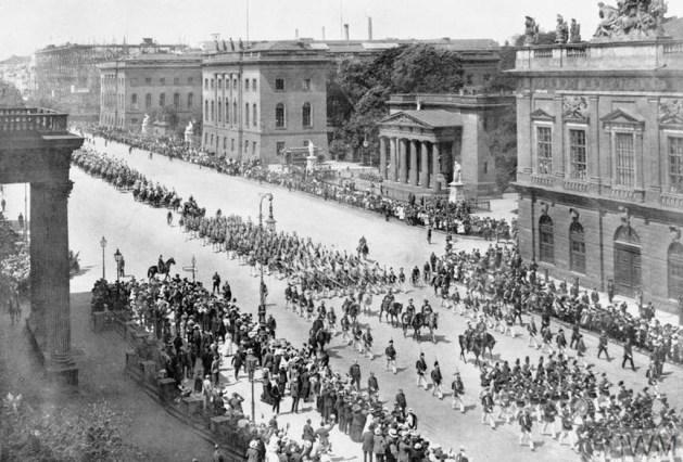 Militärparade Unter den Linden 1914