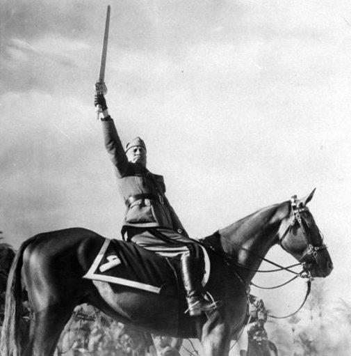 Mussolini_spada_islam