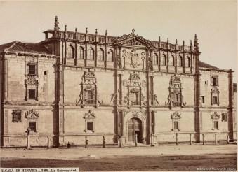 Fachada del Colegio Mayor de San Ildefonso. Fotografía de Jean Laurent (ca 1870) BNE
