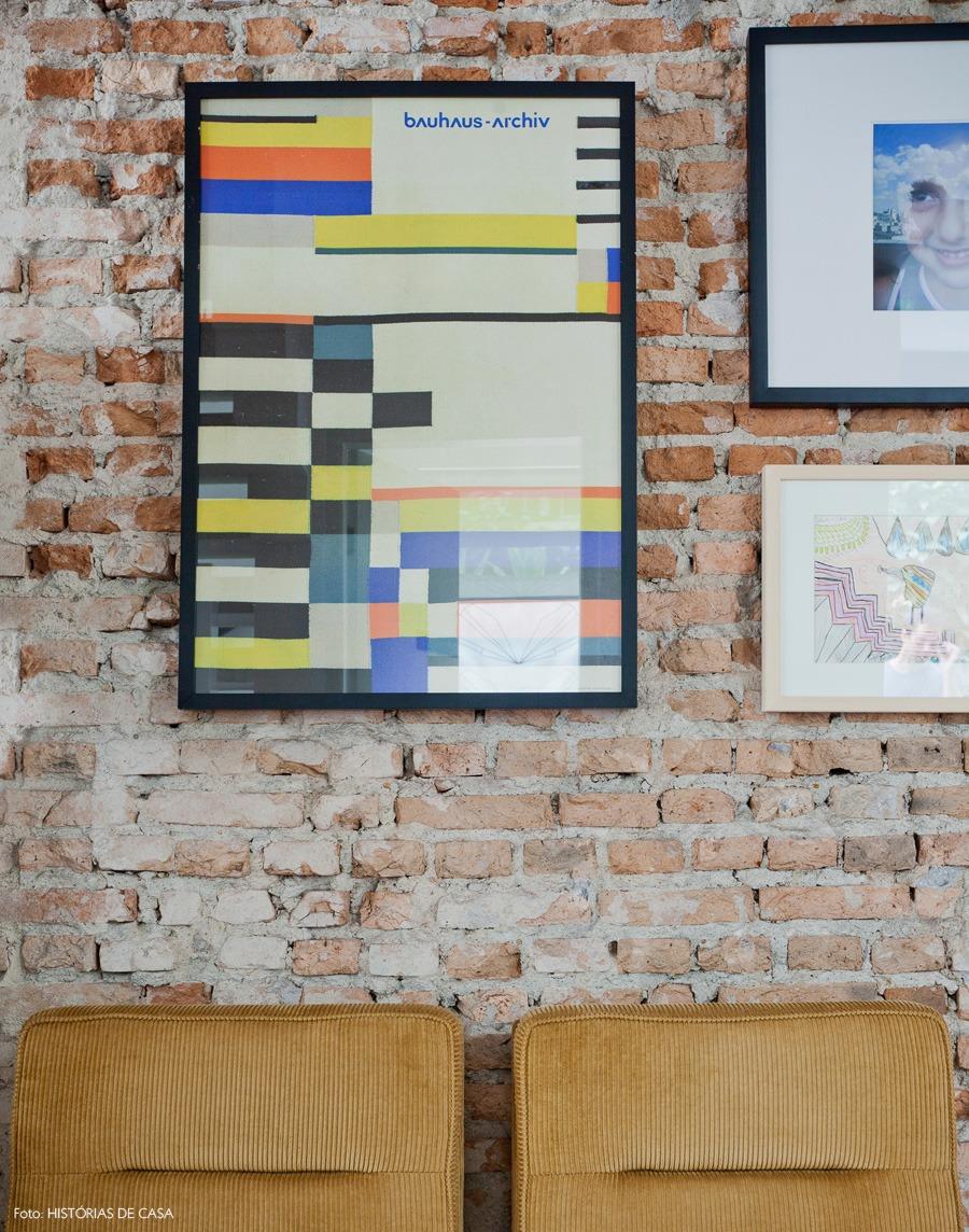15-decoracao-parede-tijolo-quadros
