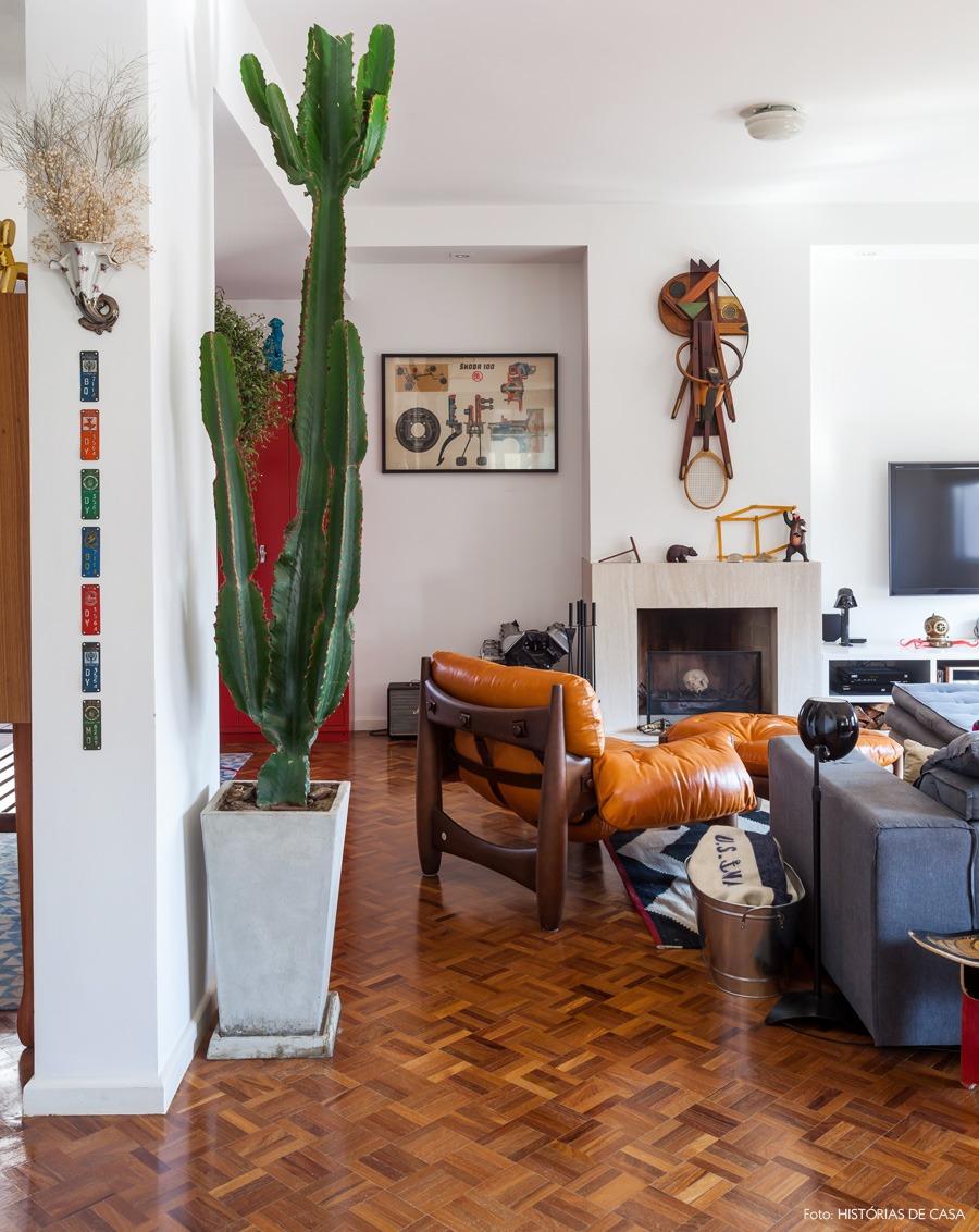 08-decoracao-sala-estar-cacto-gigante-vermelho