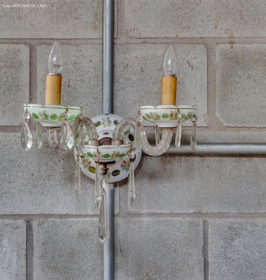 17-decoracao-parede-concreto-luminaria-vintage
