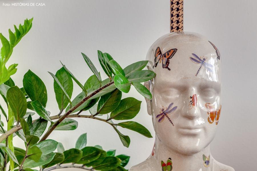 12-decoracao-plantas-cabeca-ceramica-borboletas