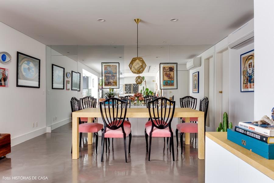 08-decoracao-sala-jantar-espelho-parede-rosa