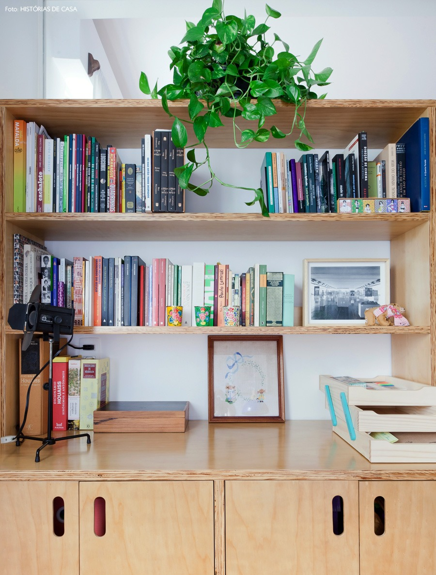 14-decoracao-escritorio-home-office-compensado-estante-plantas