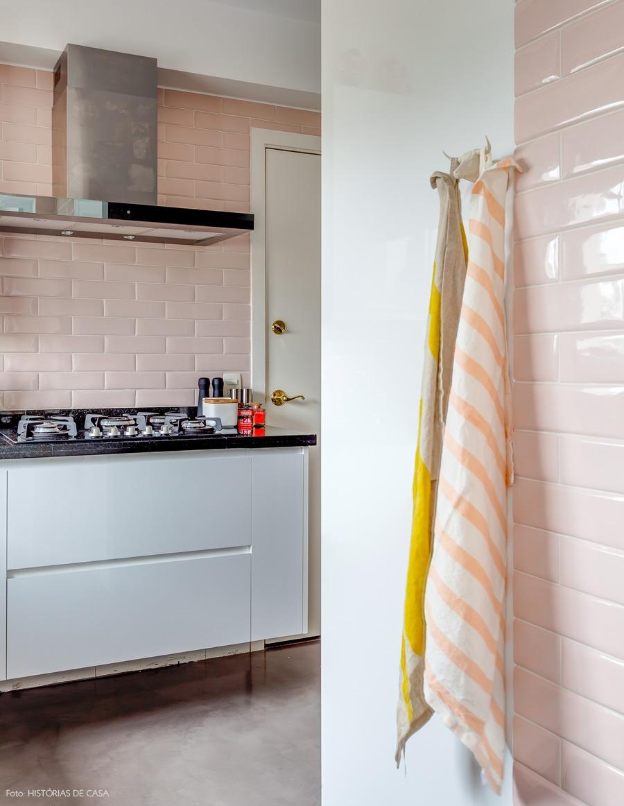 28-decoracao-cozinha-rosa-azulejo-metro