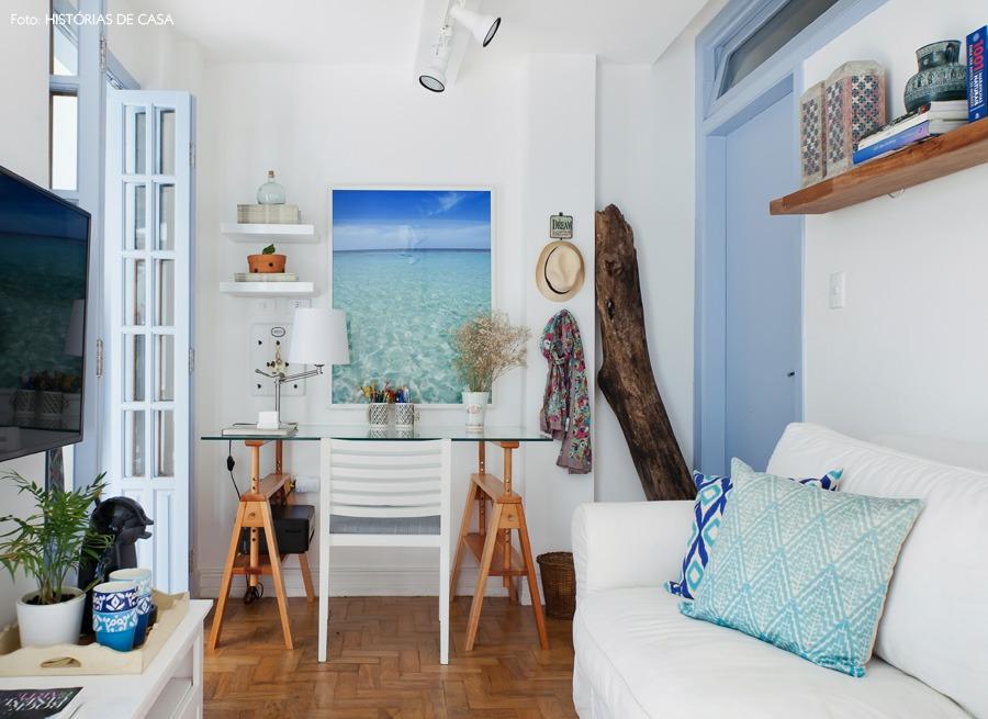 05-decoracao-sala-estar-pequena-praia-azul-quadro-mar