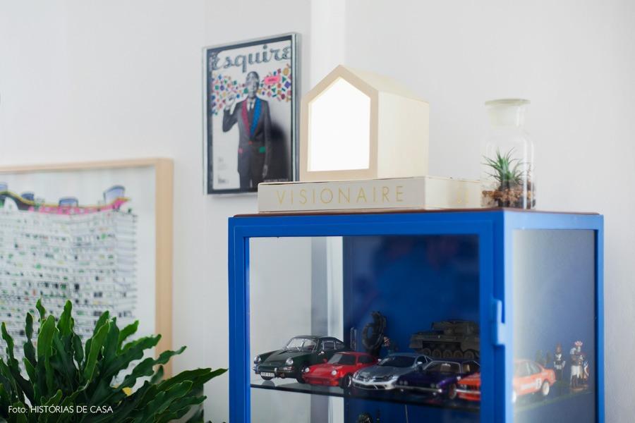39-decoracao-sala-estar-movel-azul-armario-vidro