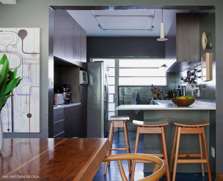 17-decoracao-sala-cozinha-integrada-paredes-cinza-balcao