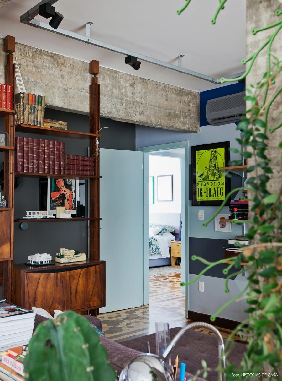 27-decoracao-sala-estar-estante-divisoria-parede-portas-pintura