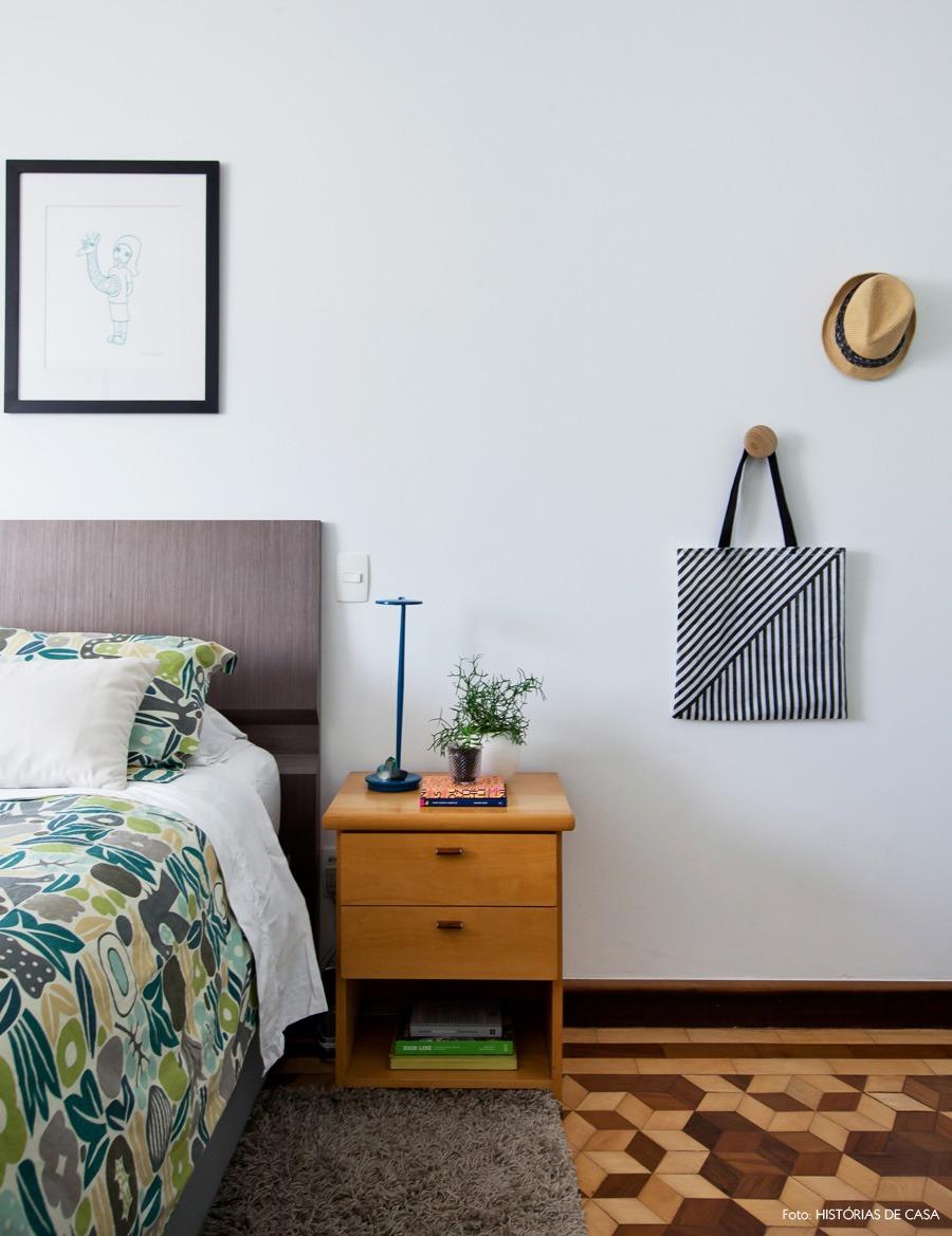33-decoracao-quarto-branco-quadros-roupa-cama-estampada