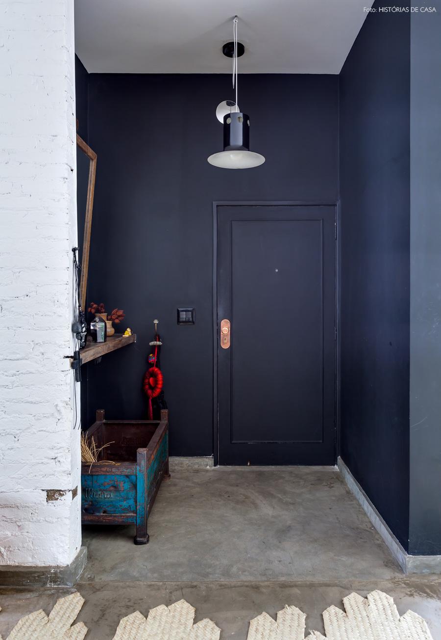 02-decoracao-apartamento-tijolinho-branco-parede-preta-tinta