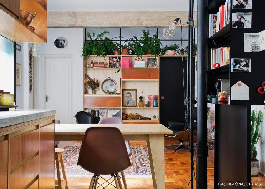 15-decoracao-sala-estar-integrada-estante-mesa-jantar