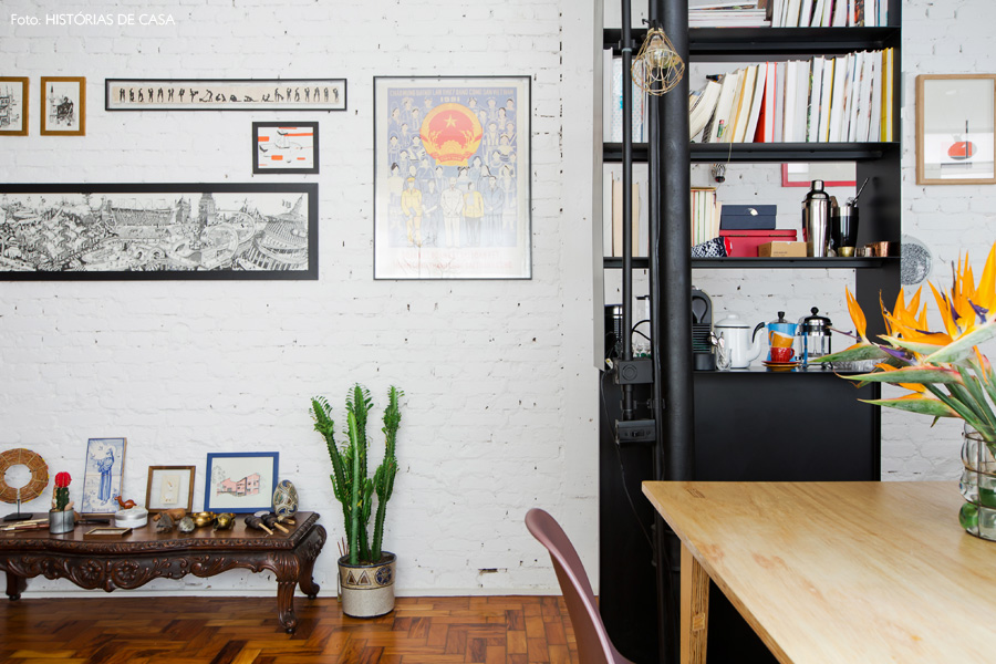 20-decoracao-sala-estar-tijolinho-branco-estante-divisoria