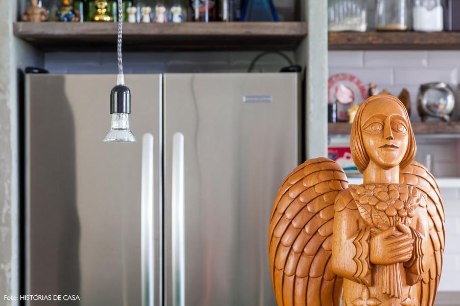 22-decoracao-apartamento-artesanato-anjo-madeira-fabiana-zanin