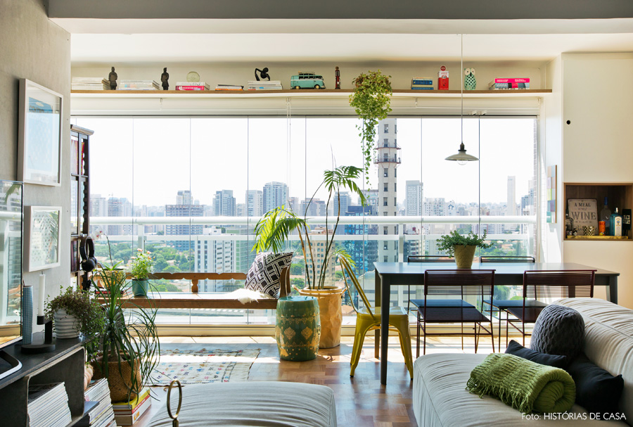 24-decoracao-sala-varanda-integrada-mesa-jantar-colorida