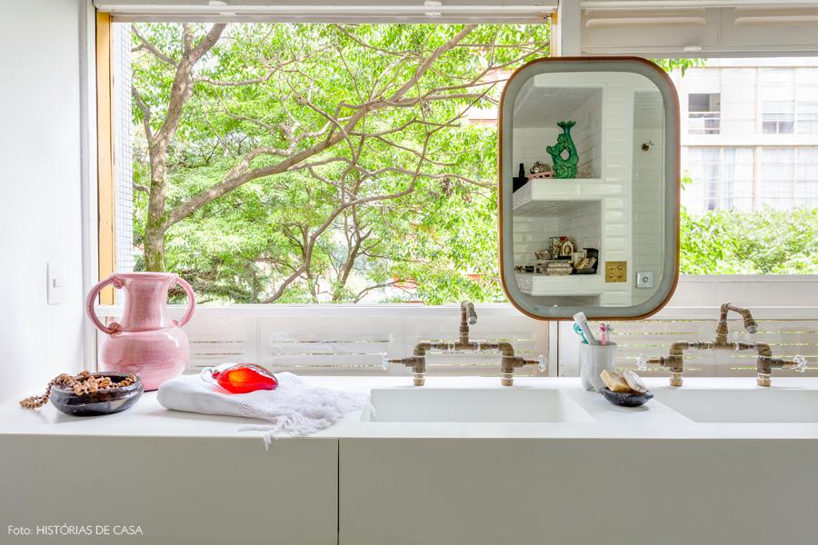 28-decoracao-banheiro-branco-bancada-torneira-industrial-cobre
