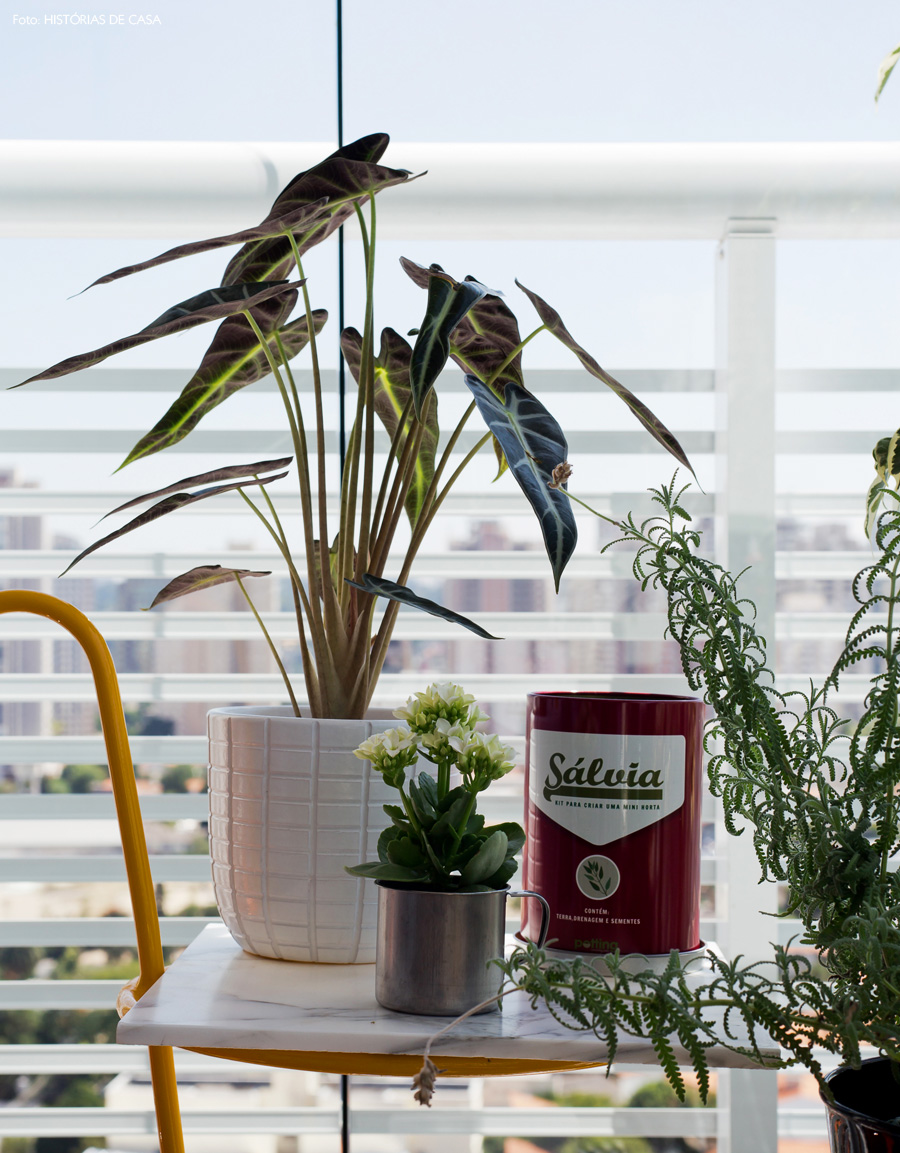 31-decoracao-varanda-plantas-apartamento-lata