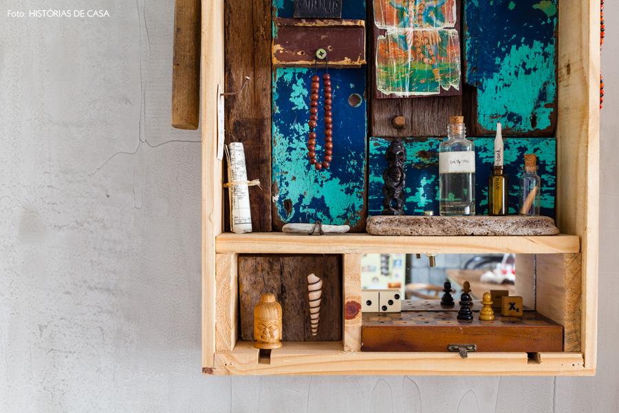 04-decoracao-hall-entrada-escultura-madeira-deco-adjiman-espelho