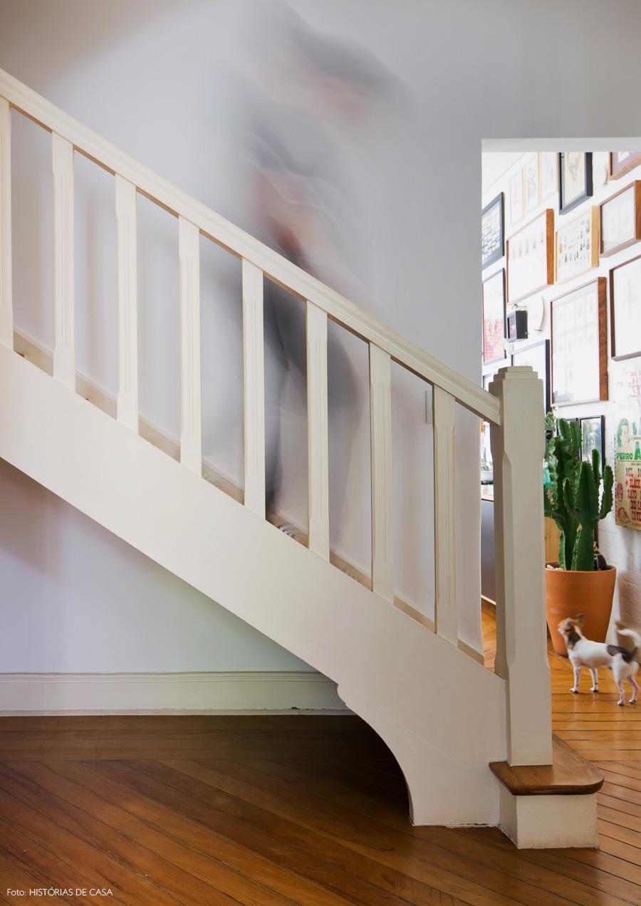 21-decoracao-casa-antiga-escada-madeira