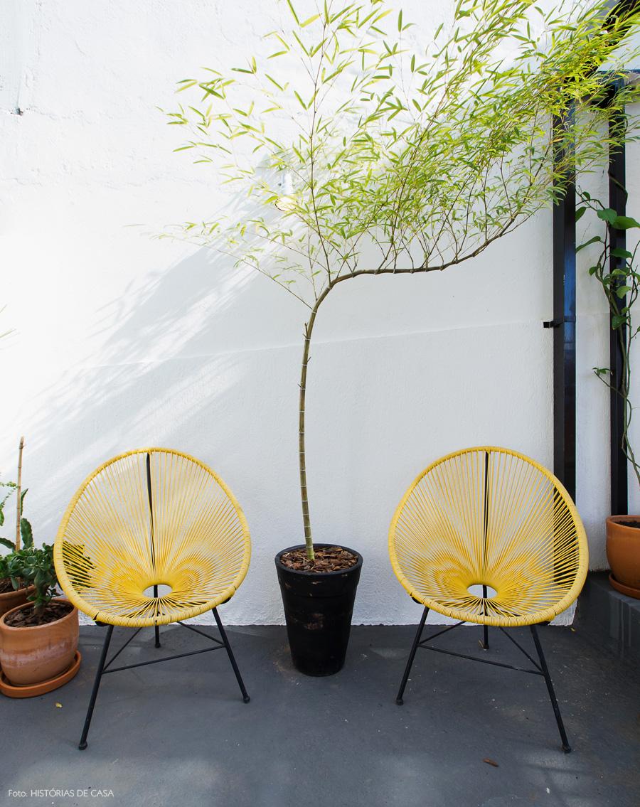 28-decoracao-terraco-cadeiras-acapulco-amarelas