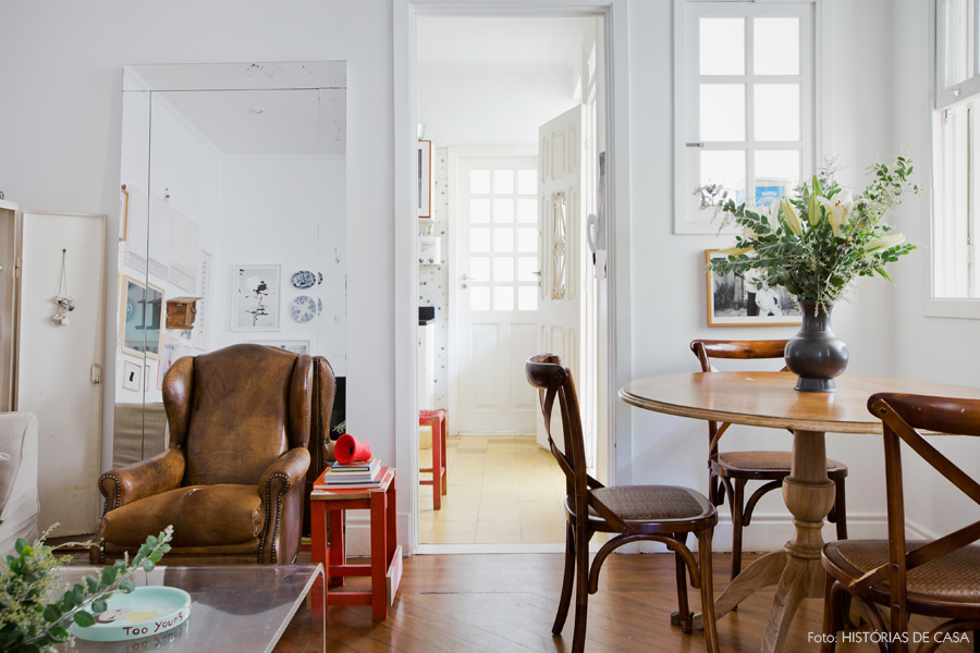 12-decoracao-sala-estar-pequena-espelho-mesa-redonda