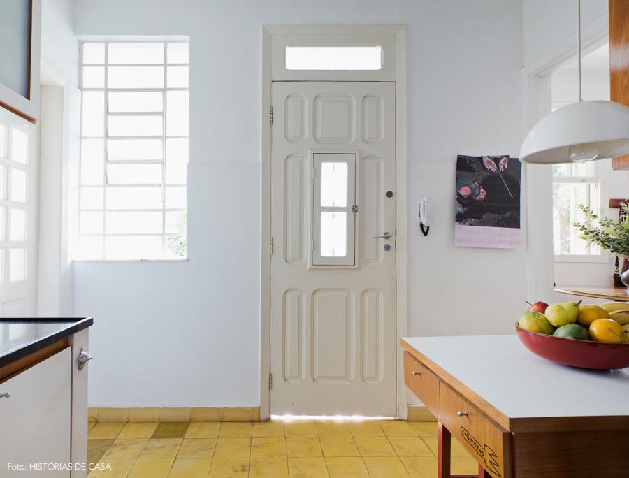 18-decoracao-casa-antiga-cozinha-piso-amarelo-pastilhas