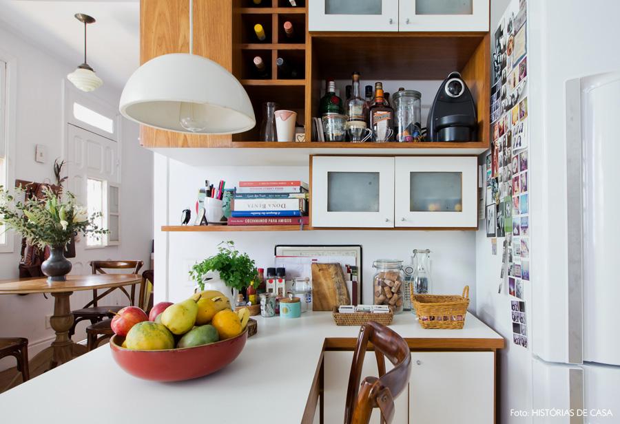 19-decoracao-casa-antiga-cozinha-pequena-armarios-compactos
