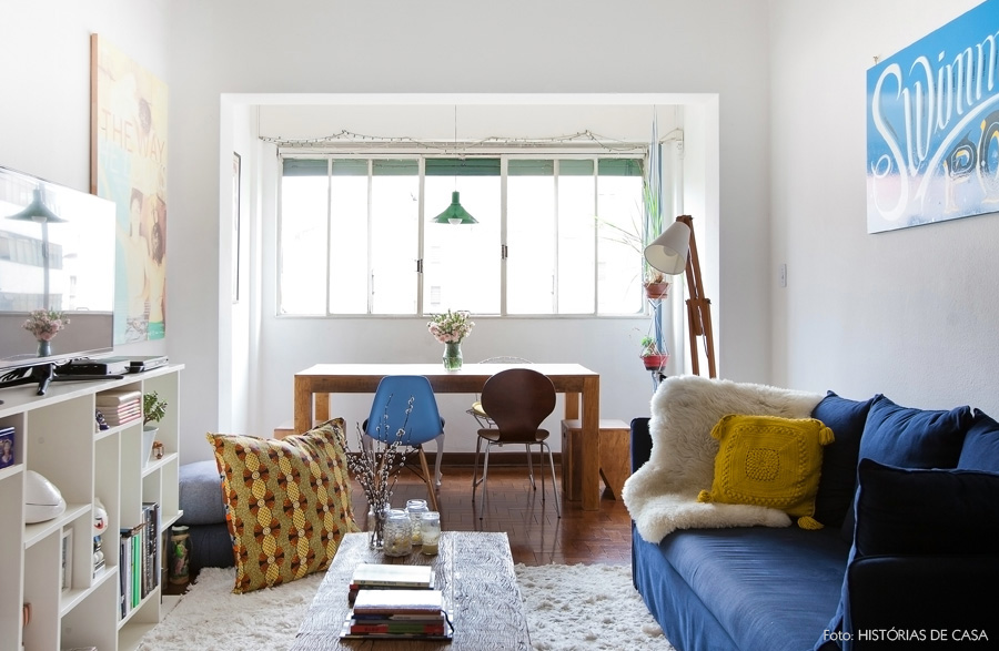 01-decoracao-sala-jantar-sofa-colorido-madeira-rustica