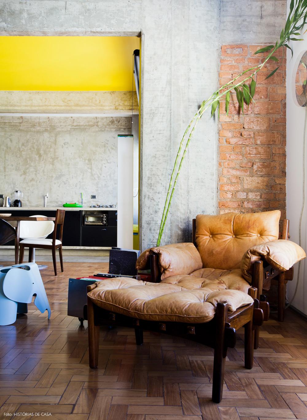 10-decoracao-concreto-tijolinho-poltrona-Mole-design