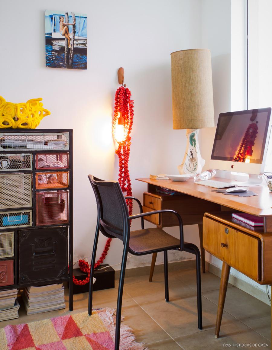 27-decoracao-home-office-moveis-vintage-tapete-estampado