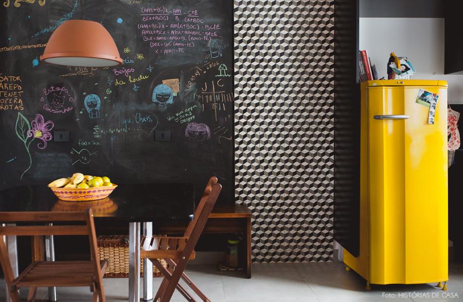 decoracao_historiasdecasa_apartamento-geladeira-amarela-21