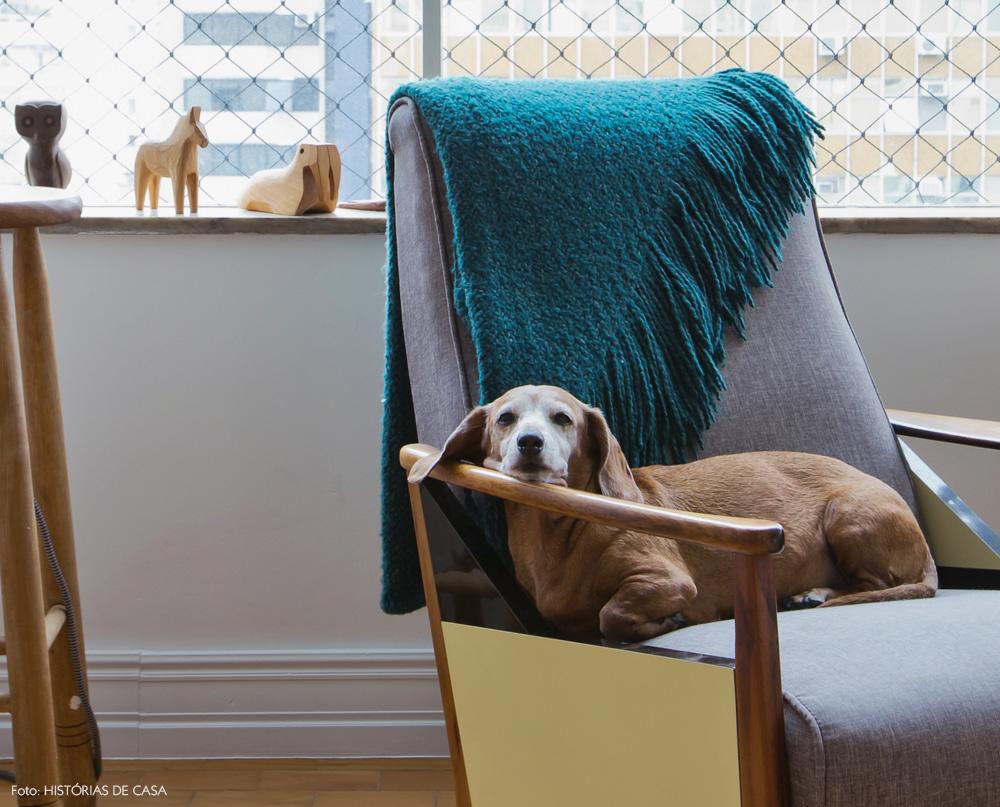 11-decoracao-sala-estar-poltrona-vintage-colecao-madeira