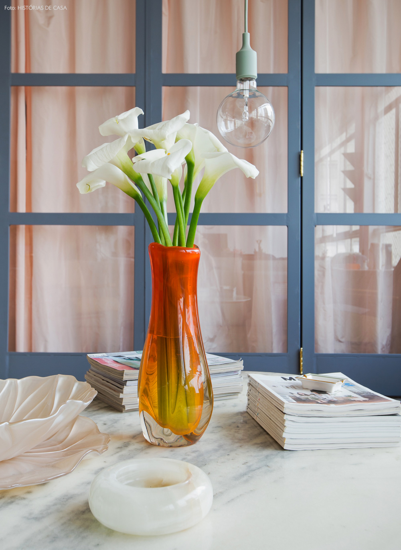 12-decoracao-sala-estar-mesa-centro-detalhes-vaso-vintage