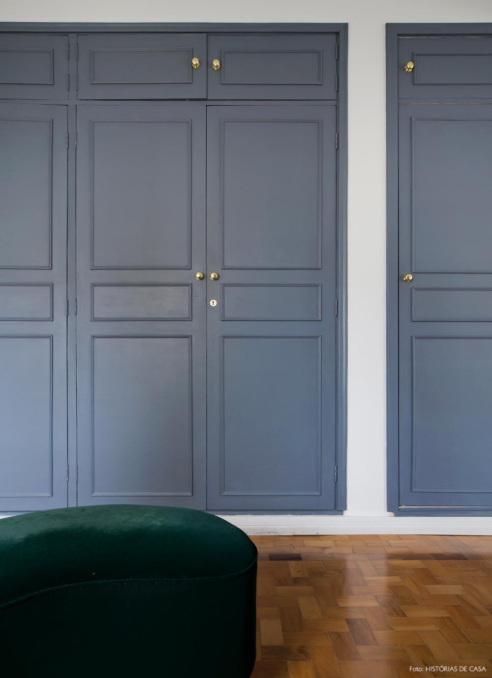 33-decoracao-quarto-casal-guarda-roupa-pintado-cinza-dourado