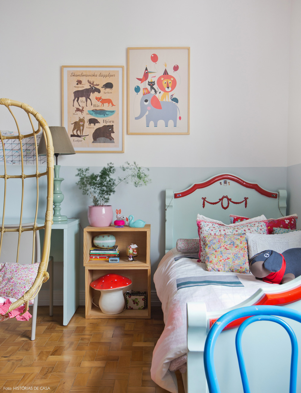 41-decoracao-quarto-menina-verde-menta-cama-antiga
