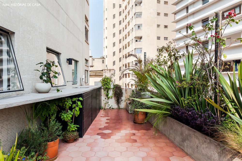 16-decoracao-apartamento-varanda-ladrilhos-hidraulicos-rosa
