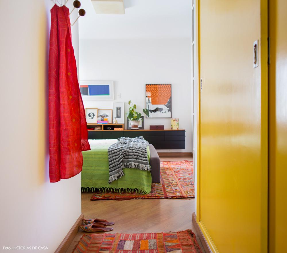 30-decoracao-quarto-colorido-armario-pintado-amarelo