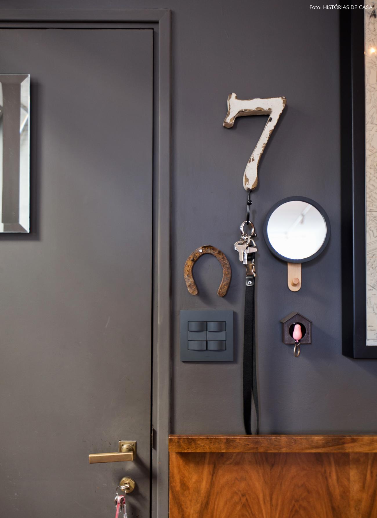 03-decoracao-hall-entrada-parede-porta-cinza