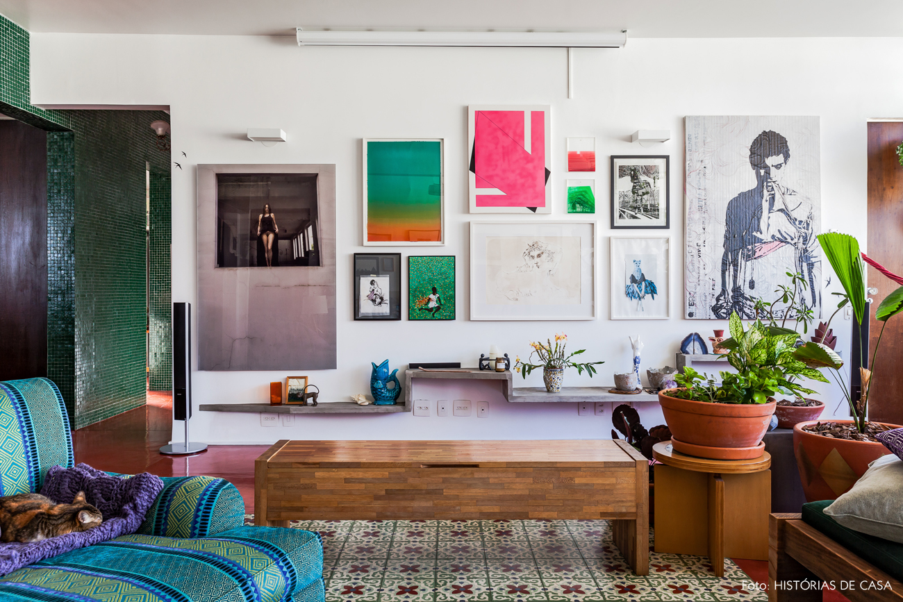 07-decoracao-parede-cheia-de-quadros-cores-ladrilho-hidraulico