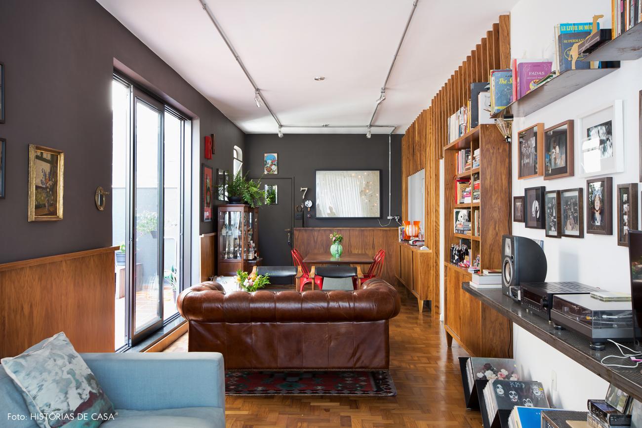07-decoracao-sala-de-estar-integrada-paredes-escuras-moderno