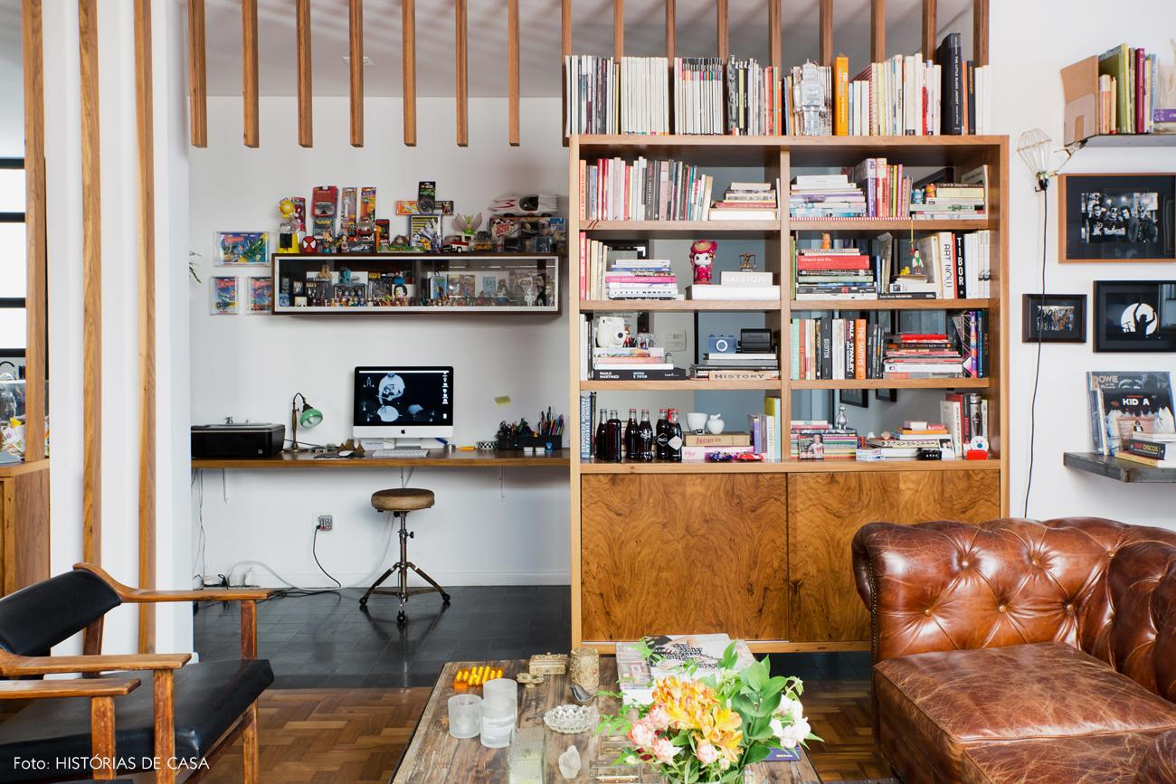 11-decoracao-sala-de-estar-estante-divisoria-brises-madeira