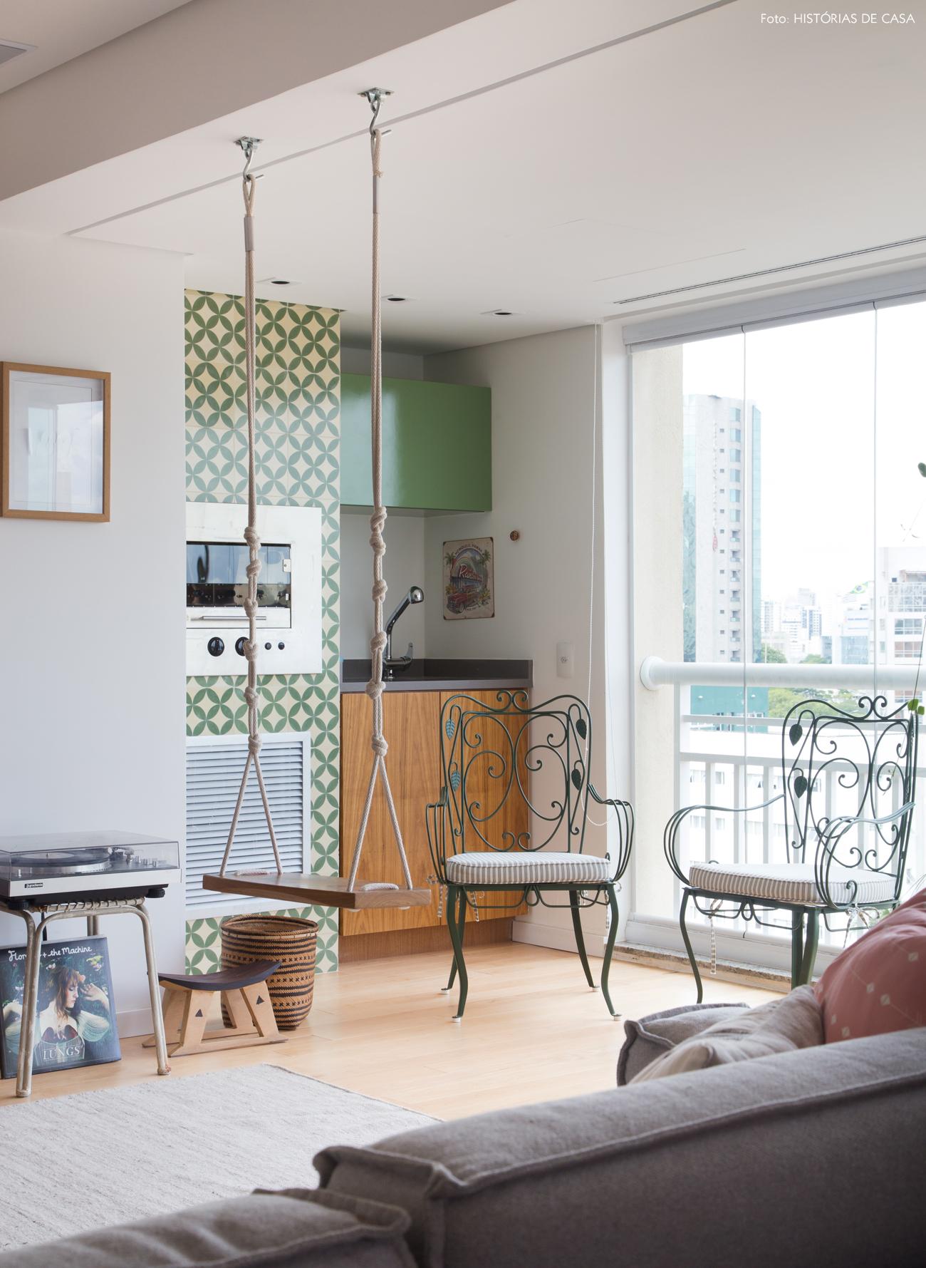 13-decoracao-apartamento-varanda-integrada-churrasqueira-ladrilhos-hidraulicos