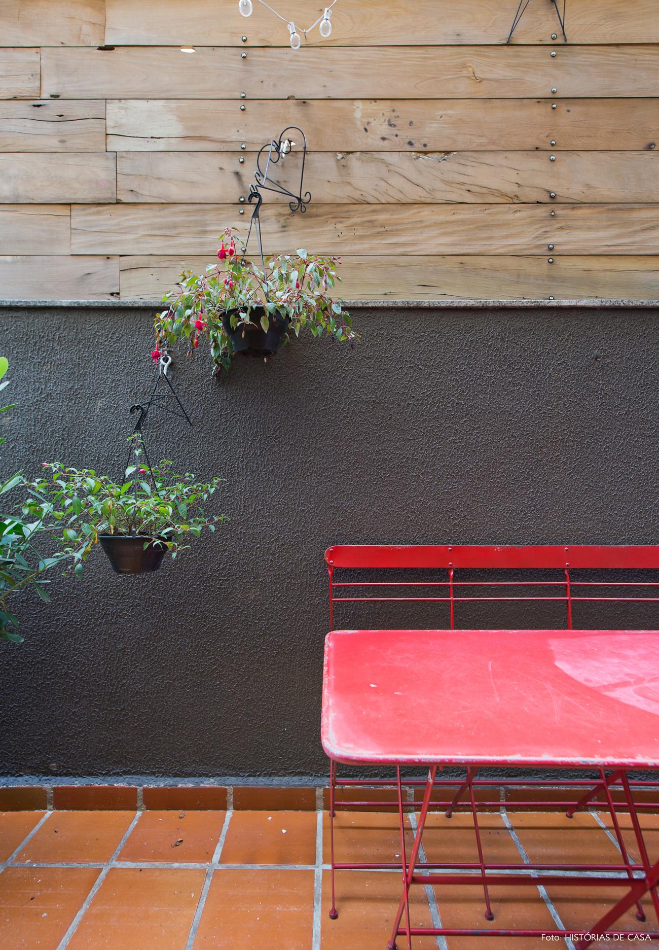 16-decoracao-terraco-varanda-de-apartamento-parede-madeira