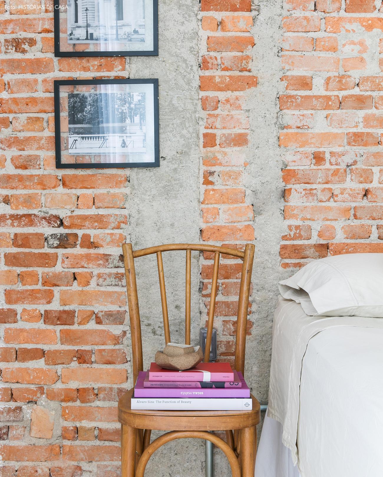 28-decoracao-quarto-casal-cadeira-como-criado-mudo-tijolinho