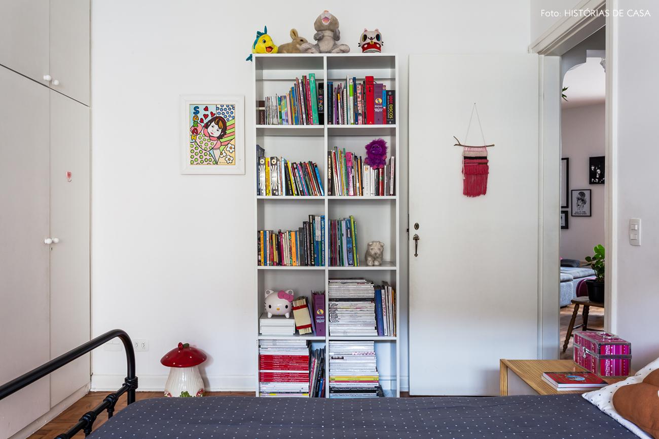 46-decoracao-quarto-crianca-camas-de-ferro-cores-estante