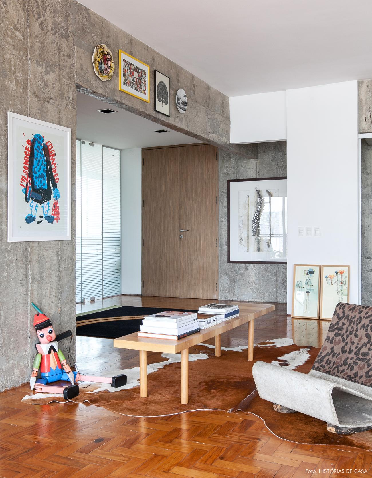 03-decoracao-parede-concreto-madeira-tons-claros-integracao