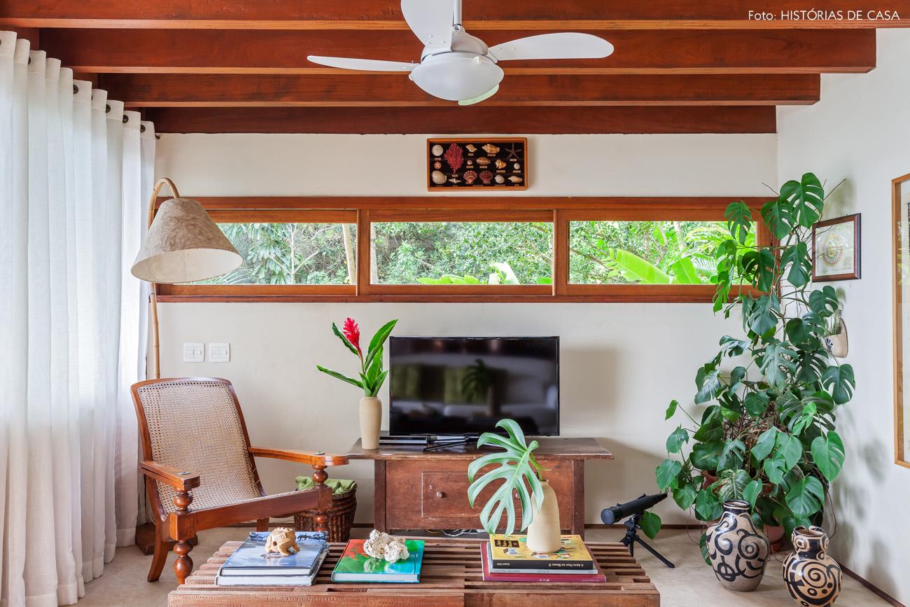 04-decoracao-casa-de-praia-sala-estar-moveis-madeira